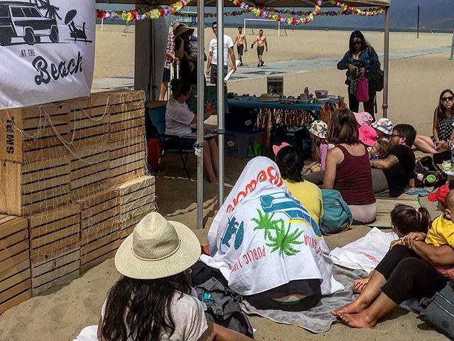 #PopUpLibrary at the Beach! 🏄🏼