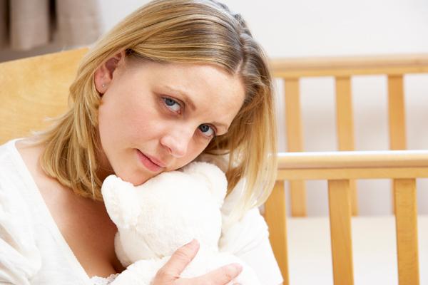 Mom-w-TeddyBear-iStock-96991239.jpg
