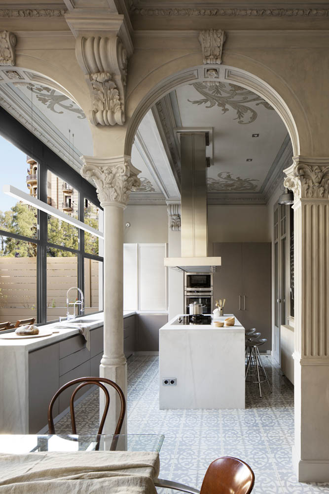 Modern kitchen in a historic apartment in Barcelona [OS](677×1000)
