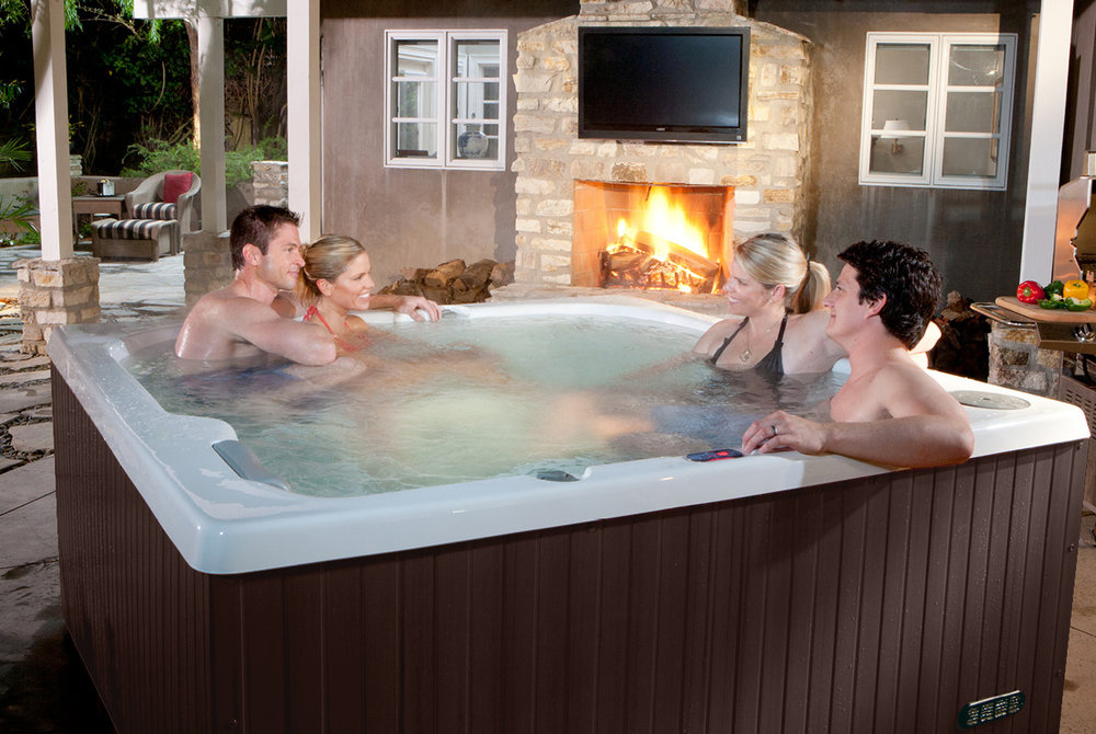 2 couples in hot tub.jpg