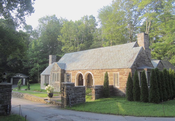 Gatehouse at Glimmerglen