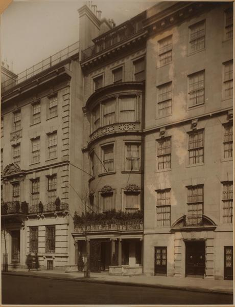 The Paget townhouse at 11 East 61st st. (center)