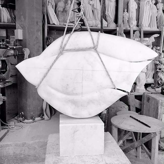 Modern_marble_sculpture_yoko_kubrick.jpg