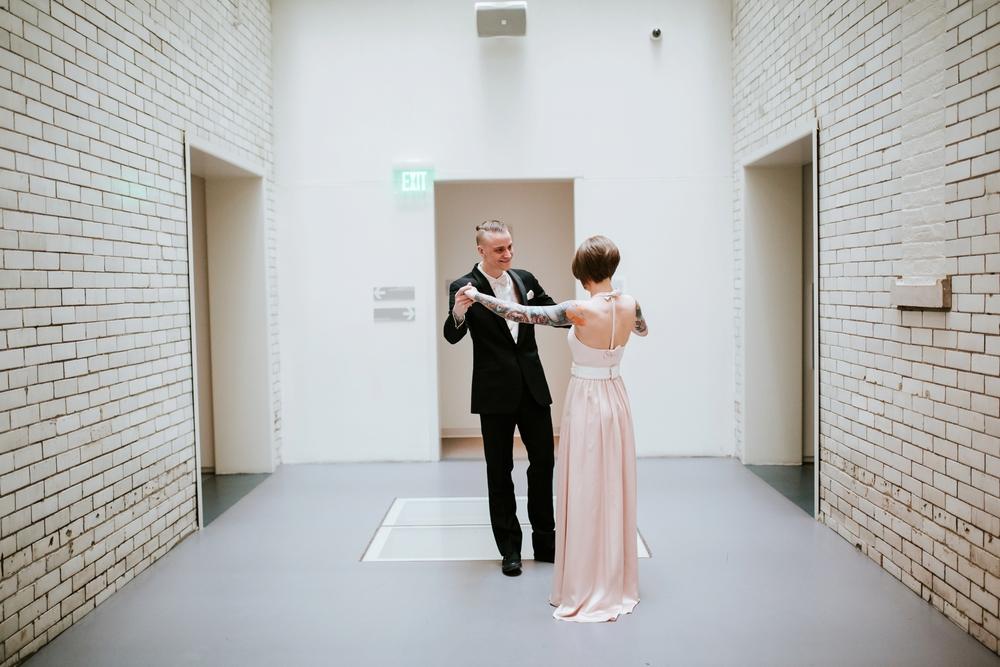 21C-hotel-wedding-photography-cincinnati-_0010.jpg