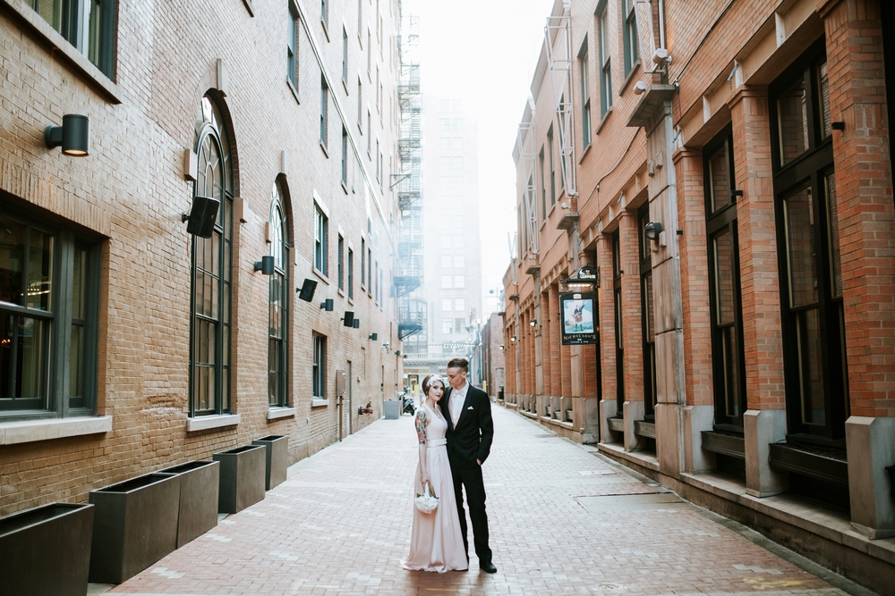 21C-hotel-wedding-photography-cincinnati-_0020.jpg