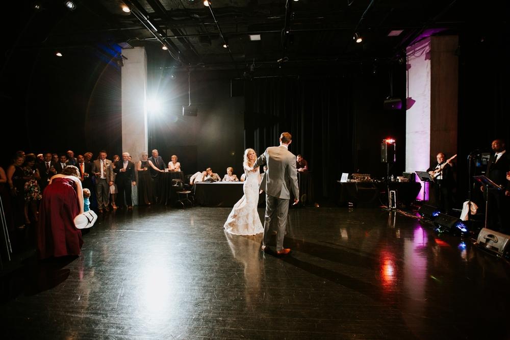 contemporary-arts-center-cincinnati-wedding-_0028.jpg