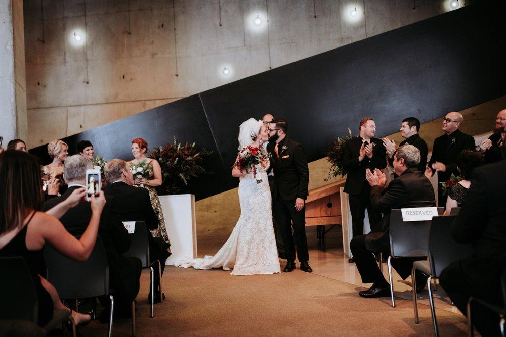 contemporary-art-center-art-deco-halloween-wedding-_0036.jpg