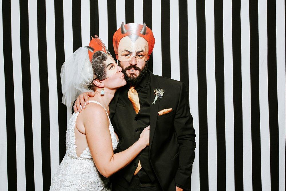 contemporary-art-center-art-deco-halloween-wedding-_0051.jpg