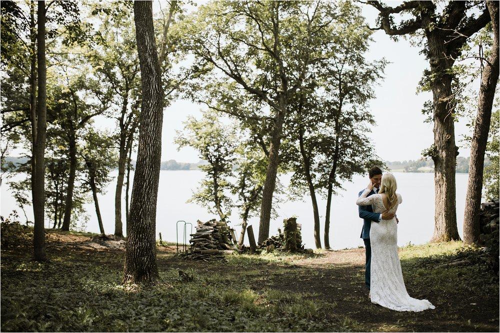 backyard-minneapolis-willmar-minnesota-wedding-photography_0010.jpg