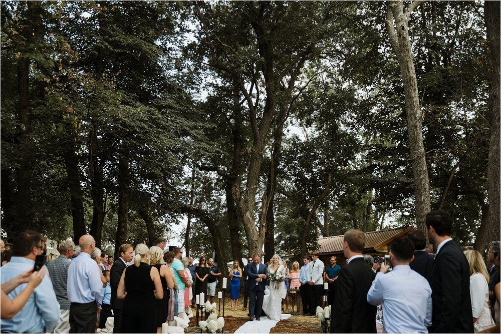 backyard-minneapolis-willmar-minnesota-wedding-photography_0026.jpg