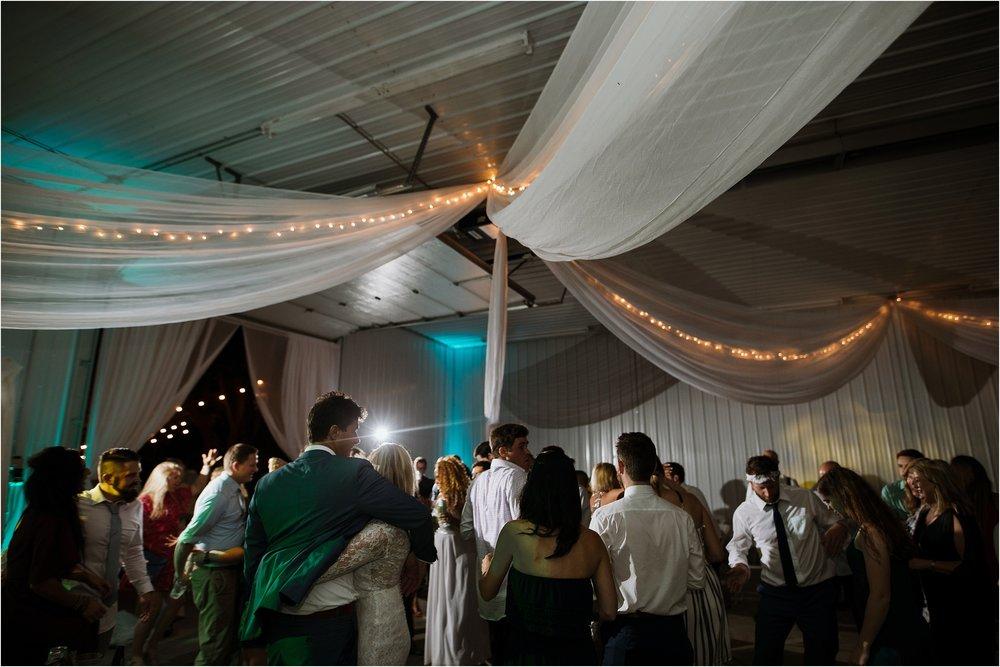 backyard-minneapolis-willmar-minnesota-wedding-photography_0053.jpg