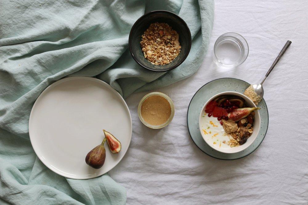 NUTORIOUS_peanutbutter_recipe_granola_bowl_fig_healthy