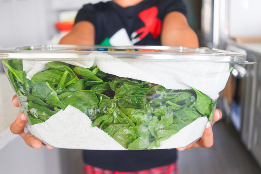 Storing spinach such that it stays fresh longer