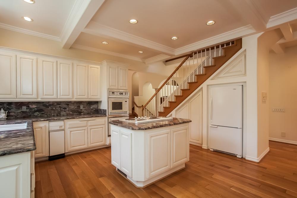 013-Kitchen-2804393-large.jpg