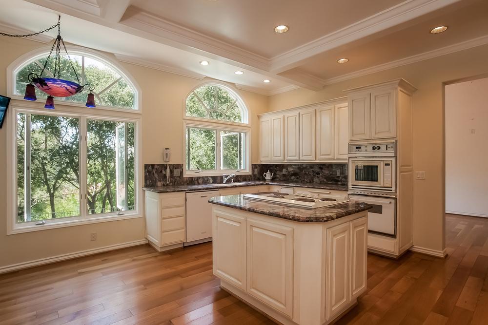 012-Kitchen-2804372-large.jpg