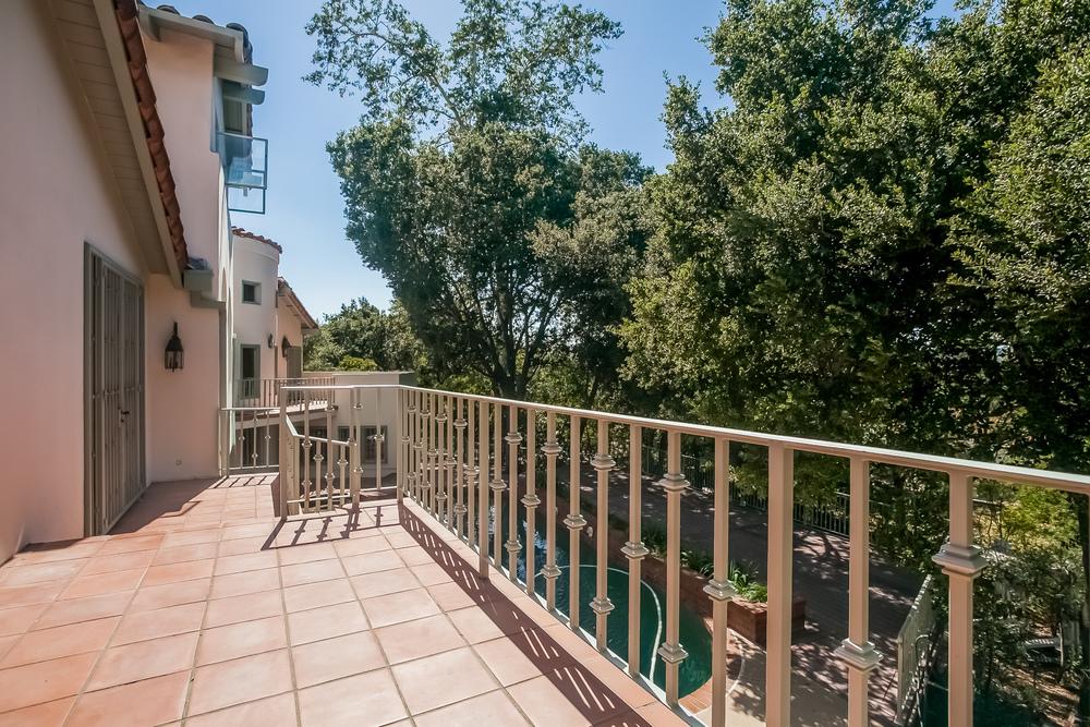 036-Balcony-2804349-large.jpg