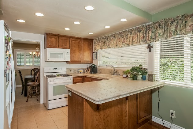 010-Kitchen-2827455-large.jpg