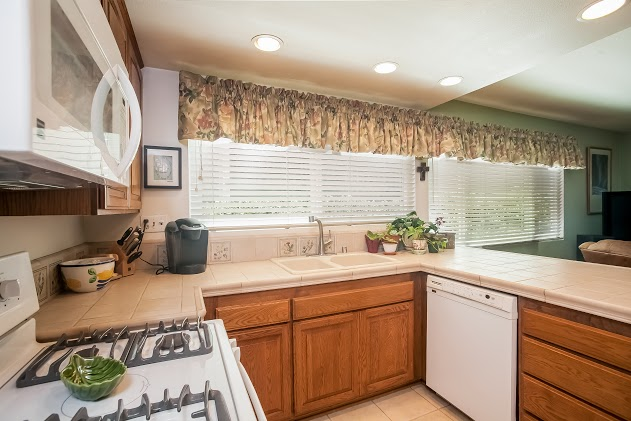 012-Kitchen-2827459-large.jpg