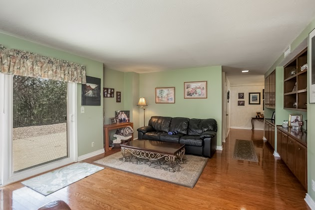 013-Family_Room-2827452-large.jpg