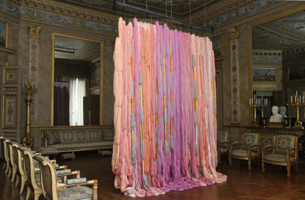 Sheila Hicks,  Laine de Beauvais , 2010-2011,linen, pearl cotton, wool, silk.Palais de Compiegne