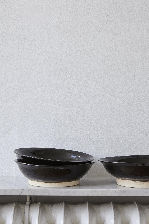black_Ana-Kras_Bowls_2016_Ceramic_Ø-26-CM.jpg