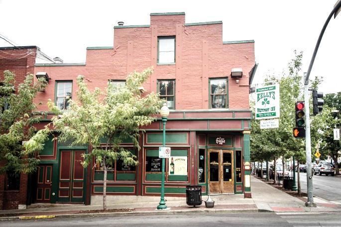Kelly's Westport Inn