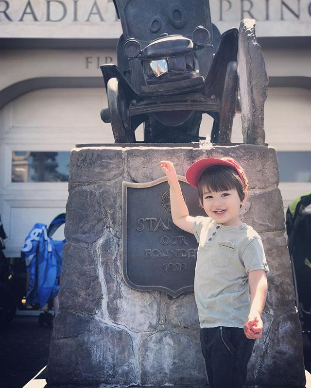 Ham #disneyland #californiaadventure #carsland #radiatorsprings #toddler #toddlersofinstagram #toddlersofdisneyland #boymama #momblogger #disneyobsessed