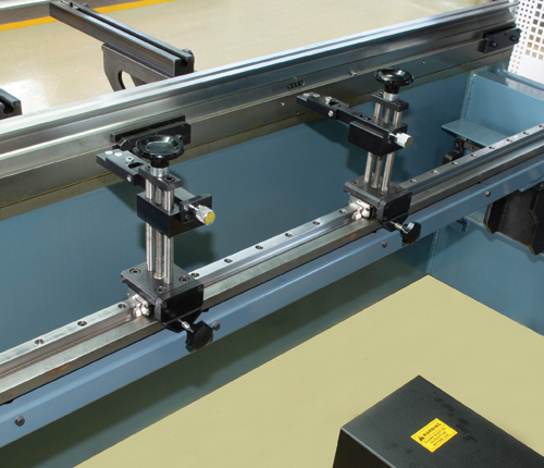 Back Gauge X axis motorized CNC controlled  R axis manually height adjustable finger block  Fingers` depth is calculated by CNC controller and executes X axis.Retraction is also a standard feature to acquire accurate parts. Back gauge fingers are easily adjusted on linear guides by ball integrated motion system.