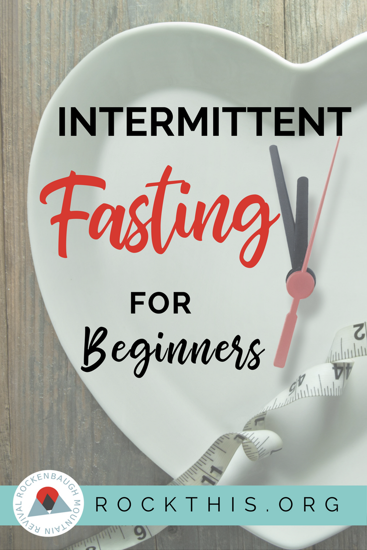 Curious about fasting? Wonder how it looks in real life? Here's a beginner's guide to a day-in-the-life of an intermittent fast. #intermittentfast #fasting