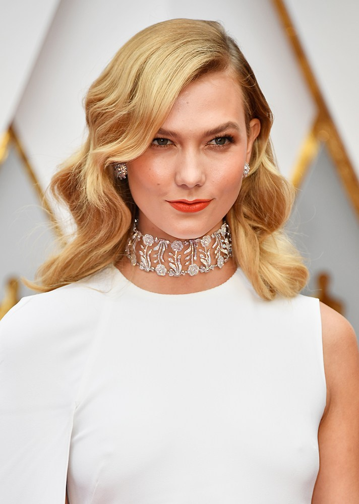 Karlie Kloss - She put a twist on her Old Hollywood glam look with a more coral matte lip and a soft shimmer to her bronze eyeshadow.