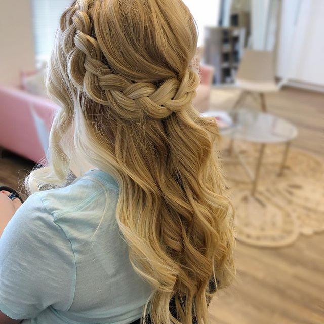Love a big fat braid 💕 Hair: WINK Kristi . . . . #makeup #ncmakeupartist #ncstylist #raleighstylist #bridalstyle #braids #bigbraids #halfuphalfdown #waves #raleighbeauty #pretty #instagood #instahair #blondehair #braidcrown #ncbeauty #beauty #prettyhair #details