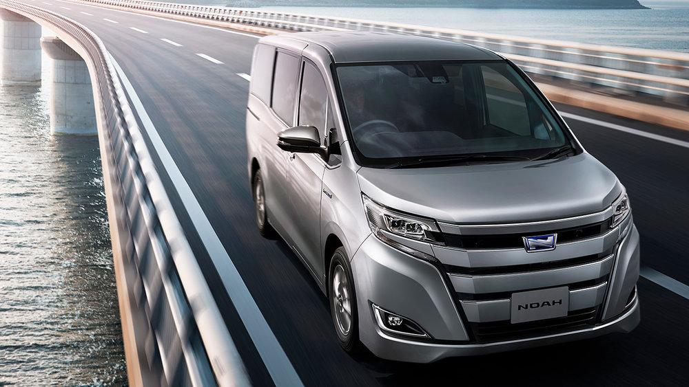 Toyota Noah Hybrid 2019
