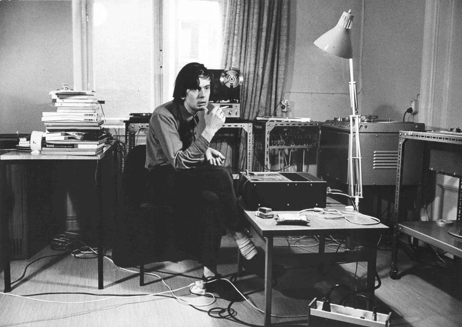 Erkki Kurenniemi in the Helsinki university studio 1971. (Martti Brandt)