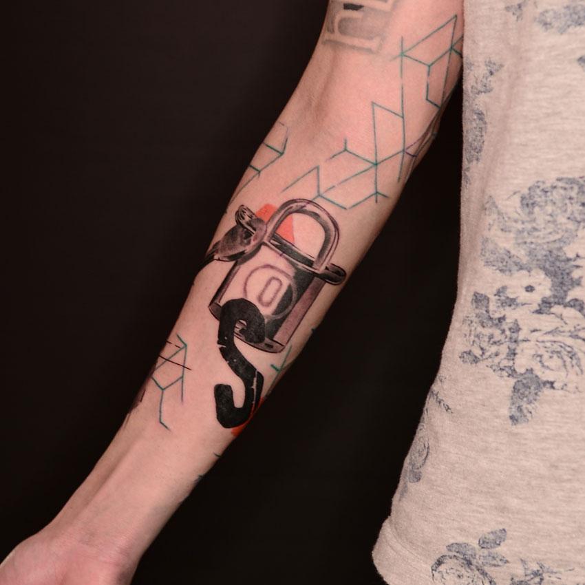 2016-fridays-tattoo-hong-kong-jamie-graphic-lock.jpg