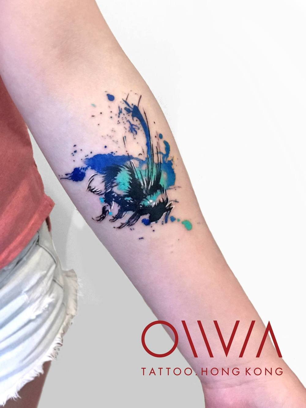 2016-fridays-tattoo-hong-kong-olivia-watercolor-abstract-brush-bee.jpg
