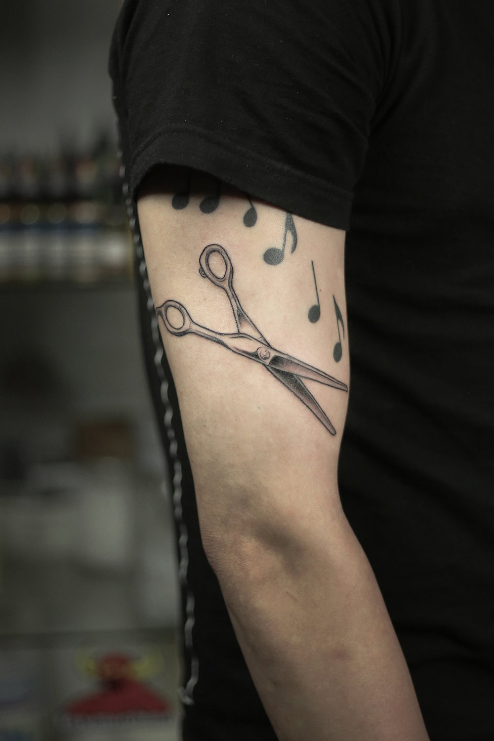 2016-fridays-tattoo-hong-kong-felix-barber-scissors.jpg