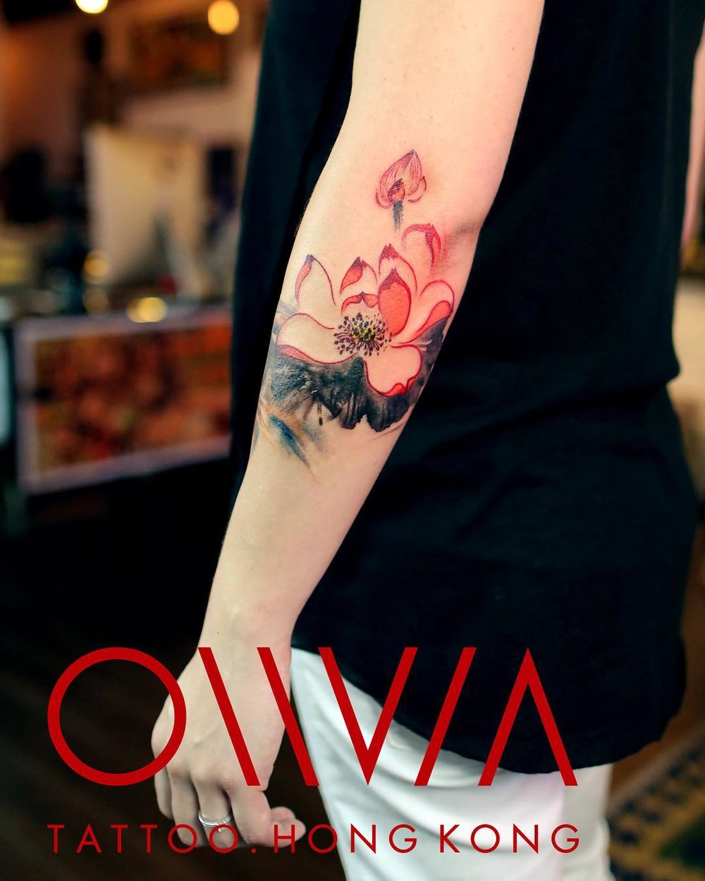 2018-fridays-tattoo-hong-kong-olivia-chinese-brush-lotus.jpg