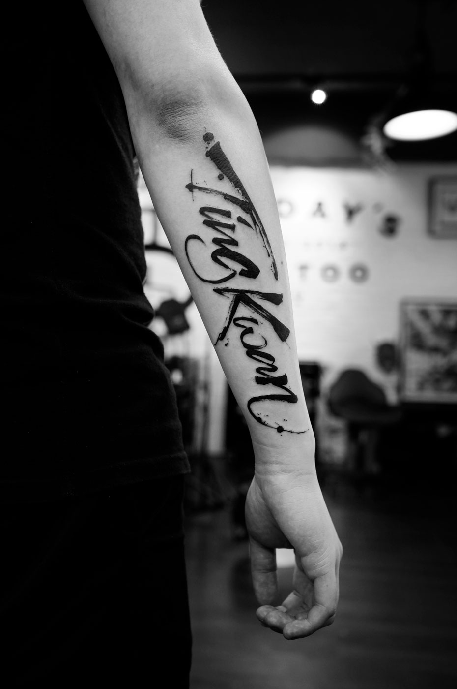 2018-fridays-tattoo-hong-kong-felix-brush-lettering-3.jpg