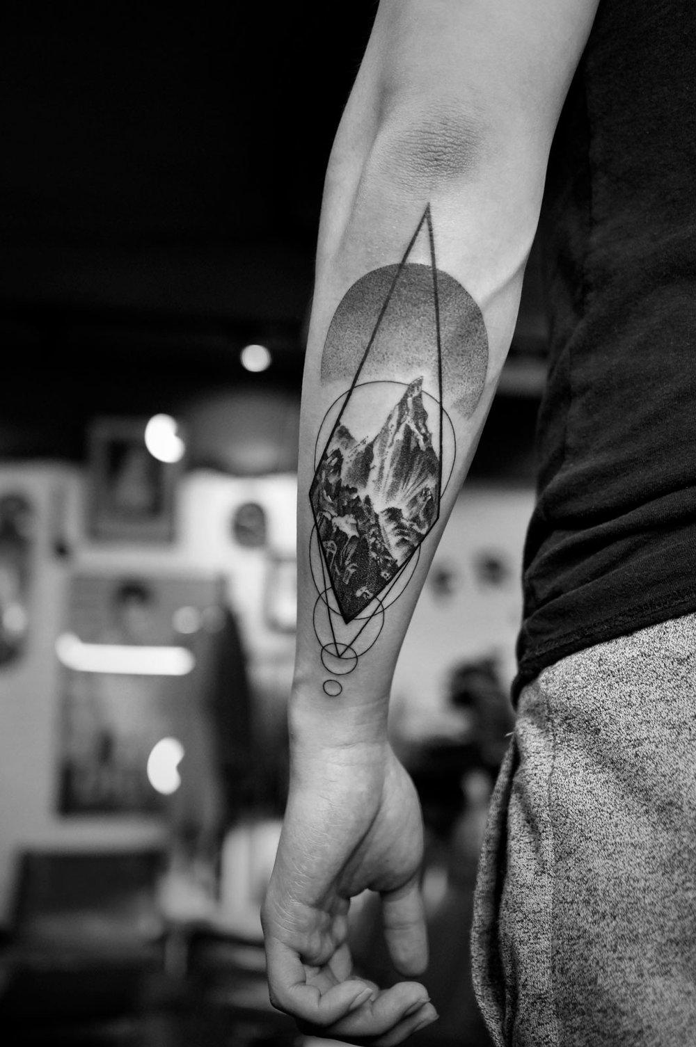 2018-fridays-tattoo-hong-kong-felix-sunrise-geometry-illustration.jpg