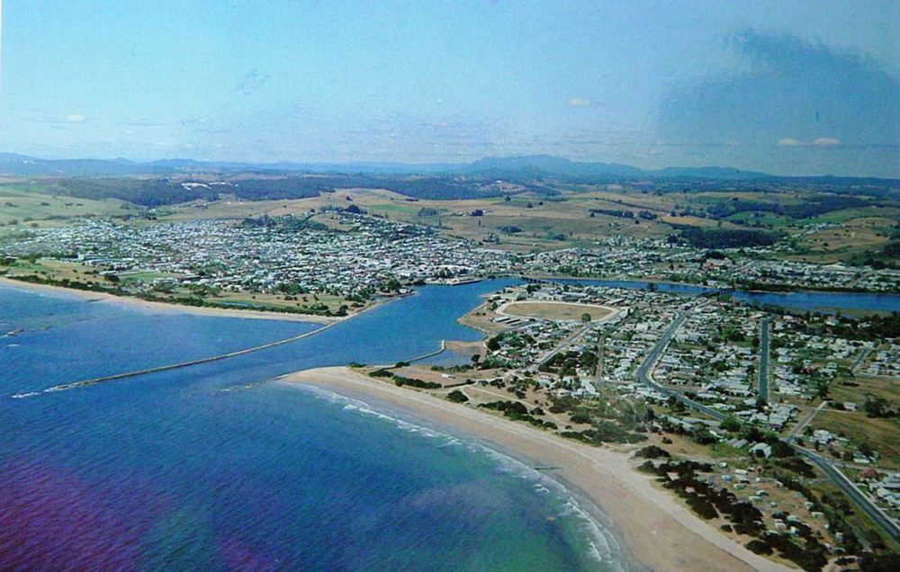 Aerial view of Ulverstone c1960s.JPG