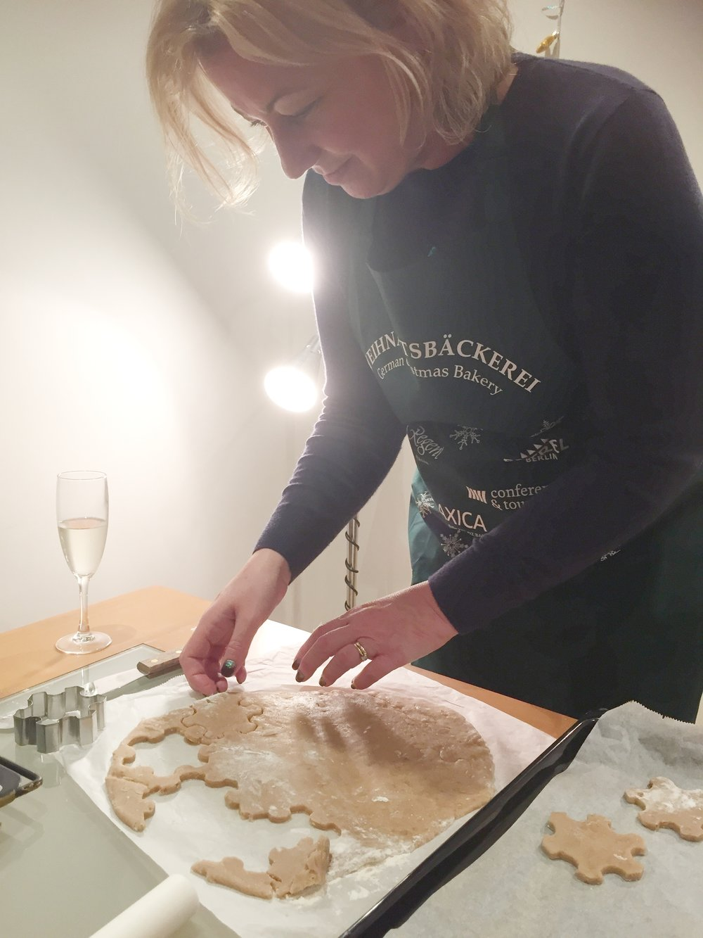 Estrel - lady cutting pastry.JPG