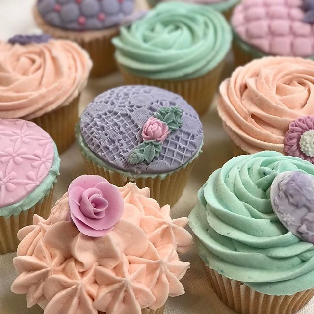 Looking forward to welcoming tomorrow's students for my half day cupcake baking class. #cakedecorating #cakebaking #cupcakes #buttercream #pipingskills #swirls #cakeclass #london #workshop #cookiegirl