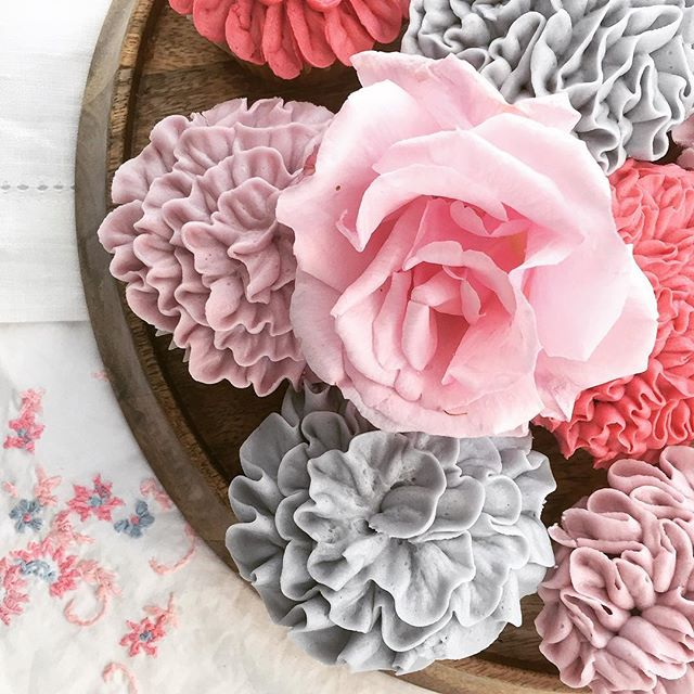 🌸🌸🌸Ruffle cakes 🌸🌸🌸 Come and learn to pipe pretty cupcakes like this with me🌺🎀💃🏻✨💐🌷💗 💜👇🏼👇🏼👇🏼 www.cookiegirl.co.uk 💕🍰 . . . . . . . . . . . . . . . . #cupcakes #classes #london #cookiegirl #teambuilding #events #corporate #corporateevents #cake #cakedecorating #foodart #edibleart #ruffles #pastel #rose #learning #cupcakeclass #familyday #icebreaker #henparty #teamwork #beautiful #creations #foodblogger #cupcakequeen