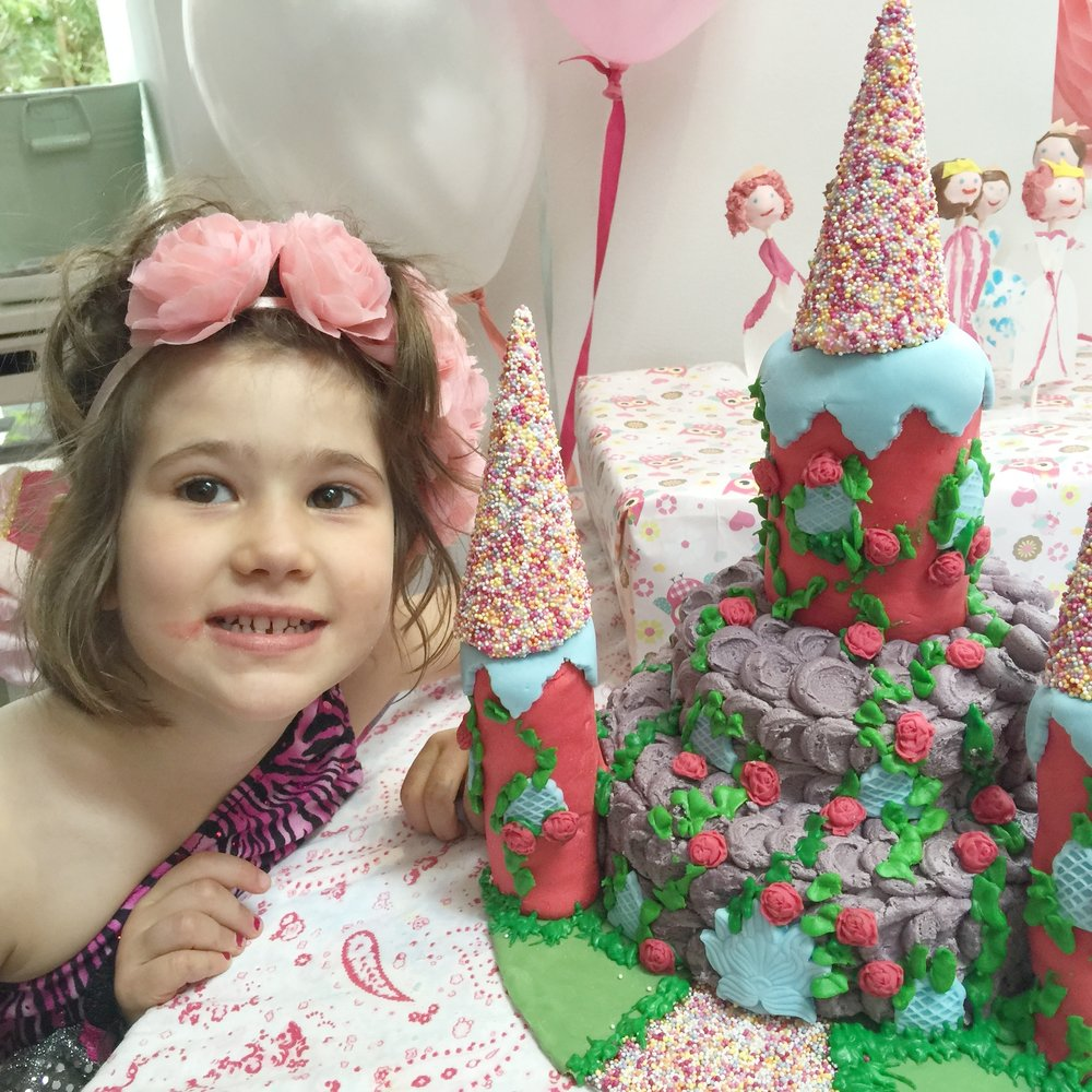Cosy & castle Cake.jpg