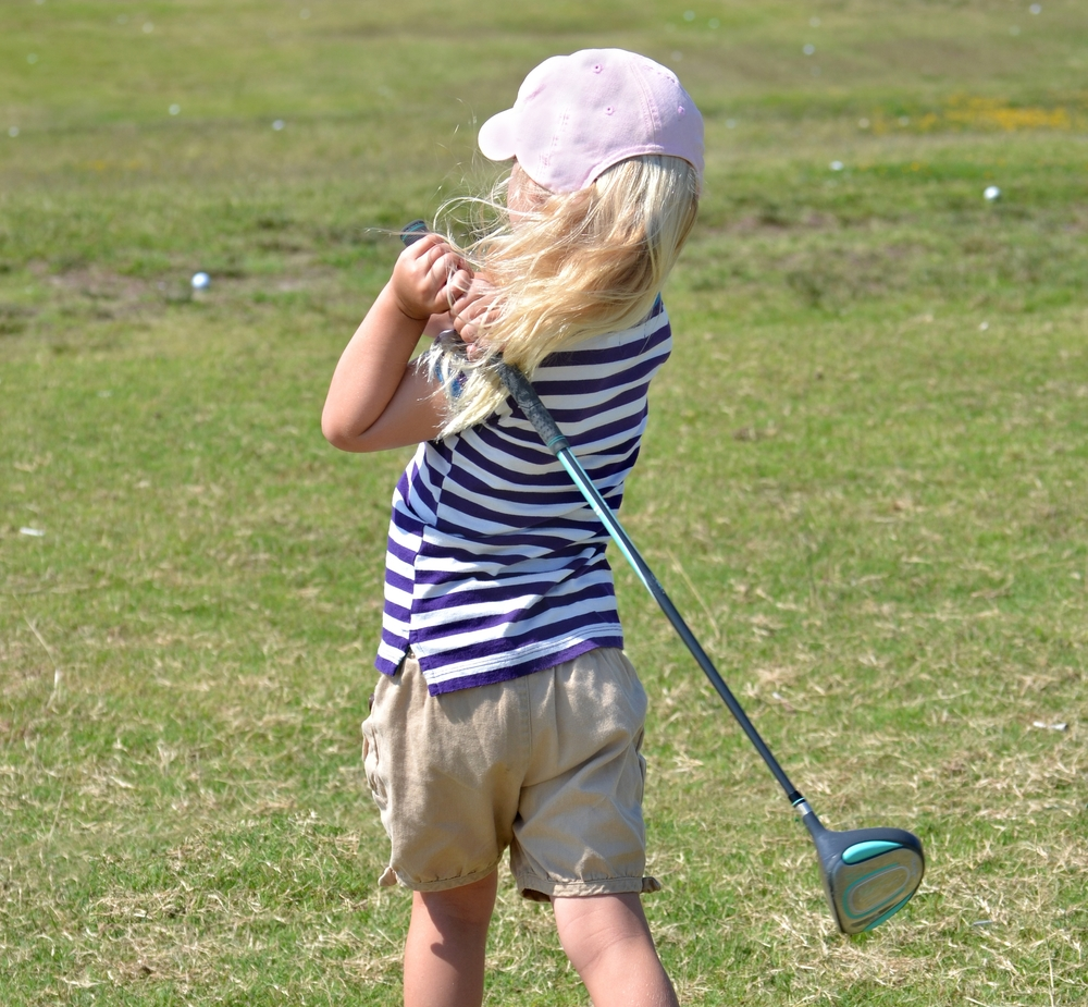5 year old girl drives the golf ball
