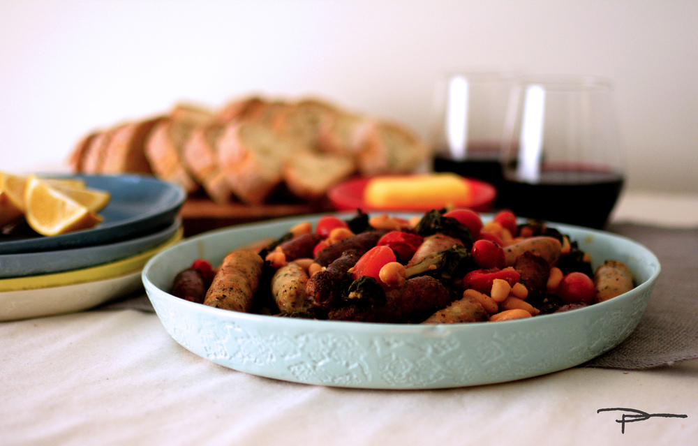 Oven baked sausages with beans and beets baked in a Plattertastic