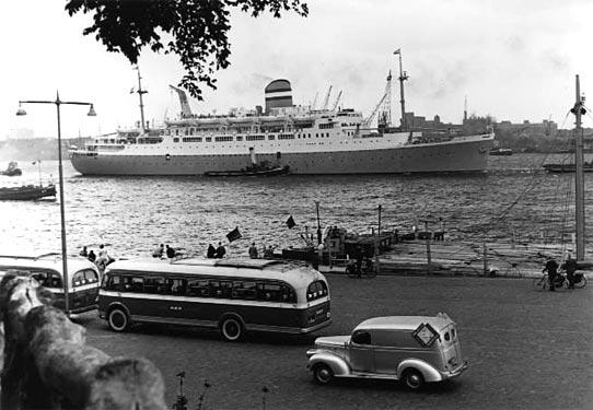 De ss Maasdam in de haven van Rotterdam. Foto Maritiem Museum