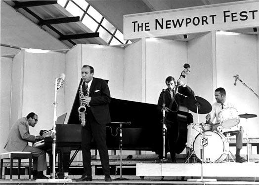 Misha Mengelberg, Piet Noordijk, Rob Langereis en Han Bennink op het Newport Jazz Festival, 3 juli 1966. Foto Jaap van de Klomp