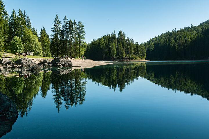 lake-2401404__480.jpg
