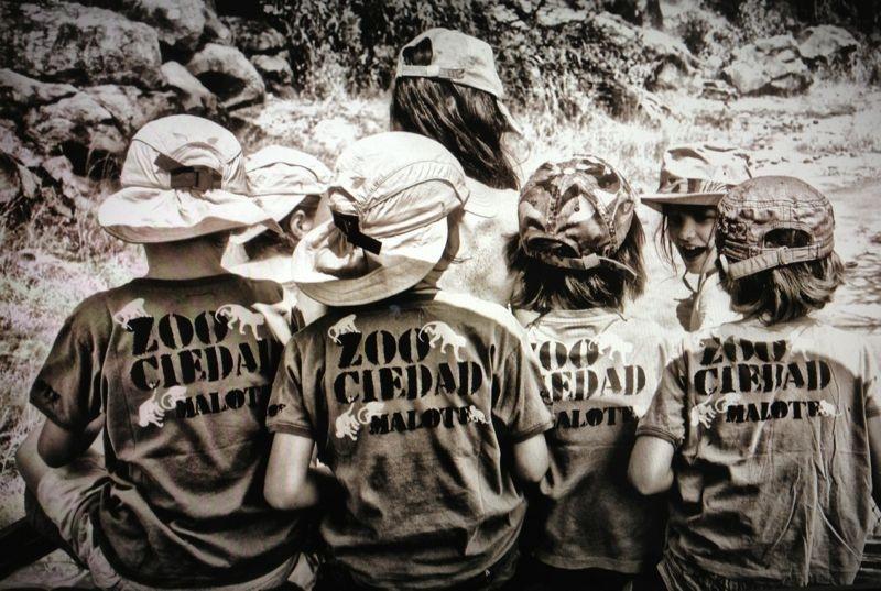 """Imagen campaña Maria Malo para niños 2012. Puedes comprar tu camiseta para niños """"I care"""" pinchando en esta foto."""